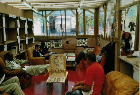 La bibliothèque du Musée Précaire Albinet - 7/7