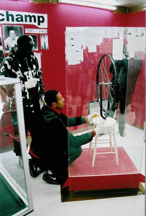 Montage de l'exposition Marcel Duchamp - 2/7